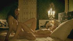 Голая Анна Брюстер в сериале «Версаль» фото #3