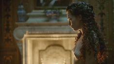 Голая Анна Брюстер в сериале «Версаль» фото #8