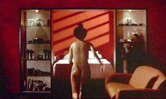Анни Шизука Ино показала голую попку в фильме «8 1.2 женщин» фото #1