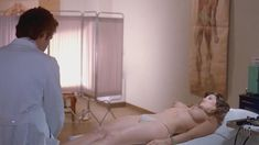 Голая Барби Бентон в фильме «Резня в больнице» фото #3