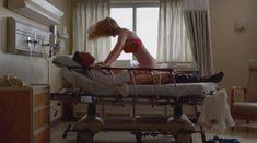 Голая Бетти Джилпин в сериале «Сестра Джеки» фото #1