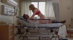 Голая Бетти Джилпин в сериале «Сестра Джеки» фото #3