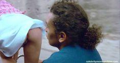 Ваина Джоканте без трусов в фильме «Лила говорит» фото #5