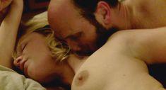 Полностью голая Валери Маэс в фильме «Сексуальные хроники французской семьи» фото #4