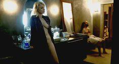 Полностью голая Валери Маэс в фильме «Сексуальные хроники французской семьи» фото #5