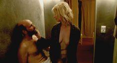 Полностью голая Валери Маэс в фильме «Сексуальные хроники французской семьи» фото #7