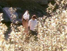 Красотка Венди Крюсон оголила грудь и попу в фильме Getting Married in Buffalo Jump фото #2