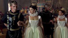 Габриель Анвар засветила грудь в сериале «Тюдоры» фото #8