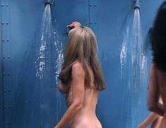 Голая Гэйл Харрис в фильме «Сестры в камере. Загнанные за решетку» фото #3