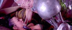 Деби Мейзар засветила грудь в фильме «Космические дальнобойщики» фото #1