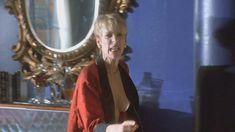 Джейми Ли Кёртис засветила грудь в фильме «Мамины дети» фото #1