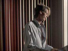Джейми Ли Кёртис засветила грудь в фильме «Идеально» фото #4