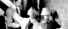 Красотка Джейн Фонда засветила сиську в фильме «Хищники» фото #1