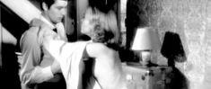 Красотка Джейн Фонда засветила сиську в фильме «Хищники» фото #2