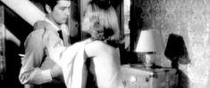 Красотка Джейн Фонда засветила сиську в фильме «Хищники» фото #4