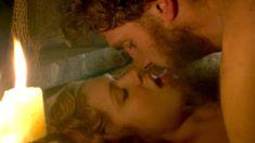 Голая Дженни Жак в сериале «Отчаянные романтики» фото #19