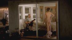 Голая попка Дженни Слейт в сериале «В браке» фото #1