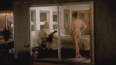 Голая попка Дженни Слейт в сериале «В браке» фото #2
