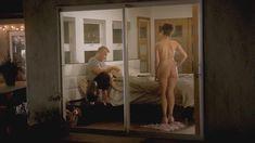 Голая попка Дженни Слейт в сериале «В браке» фото #3