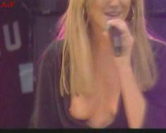 Красотка Дженни Фрост засветила грудь во время концерта Atomic Kitten фото #3