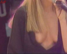 Красотка Дженни Фрост засветила грудь во время концерта Atomic Kitten фото #4