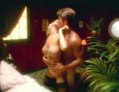 Полностью голая Дженнифер Бер в фильме «Эмманюэль. Волшебство секса» фото #2