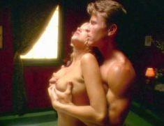 Полностью голая Дженнифер Бер в фильме «Эмманюэль. Волшебство секса» фото #5