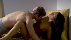 Голая Дженнифер Дарк в сериале «Тайны и секреты личной жизни студентов» фото #9