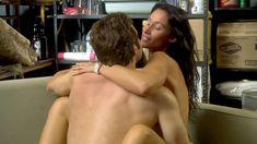 Голая Дженнифер Спаркс в сериале «Тайны и секреты личной жизни студентов» фото #23