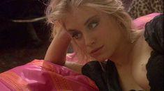 Дженнифер Холлэнд засветила сосок в фильме «Сестринское братство» фото #2