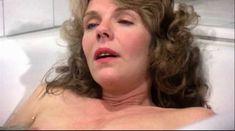 Джилл Клейбёрг засветила сосок в фильме «Танцую так быстро, как могу» фото #4