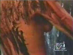 Голая Джина Ли Нолин в сериале «Шина» фото #2