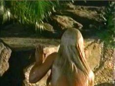Голая Джина Ли Нолин в сериале «Шина» фото #10