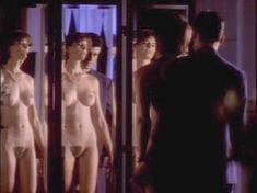 Голая Джоан Северанс в сериале «Дневники «Красной туфельки»» фото #5
