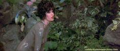 Джоанна Ламли в грязи в фильме «Проклятие Розовой пантеры» фото #3