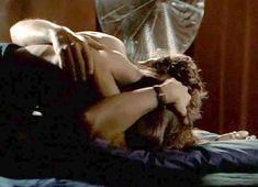 Голая Джолин Блэлок в сериале «Охотники за алмазами» фото #6