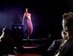 Голая Джули Стрэйн в фильме «Колдовство 4. Девственное сердце» фото #2