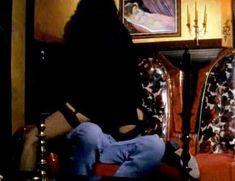 Голая Джули Стрэйн в фильме «Колдовство 4. Девственное сердце» фото #10