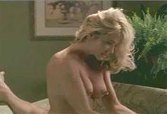 Голая Джулия Круиз в сериале «Лучший секс в вашей жизни» фото #8