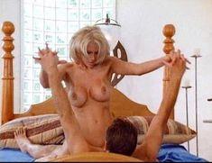 Джулия Энн в порнофильме Veronica фото #18