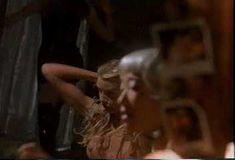 Голая Дэрил Ханна в фильме «Танцы в «Голубой игуане»» фото #10