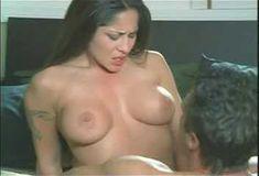 Голая Женевьева Джоли в сериале «Сексуальные игры Вегаса» фото #3