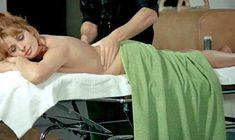 Милая Зента Бергер засветила голую попку в фильме «Дьявольски ваш» фото #1
