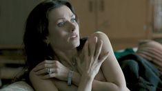 Голая Ирина Дворовенко в сериале «Плоть и кости» фото #8