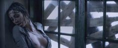 Каролина Гуерра засветила голую грудь в фильме «Галлоуз Хилл» фото #4