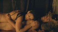 Красотка Катрина Ло оголила грудь и попу в сериале «Спартак: Месть» фото #1