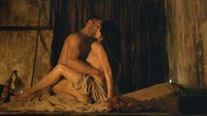 Красотка Катрина Ло оголила грудь и попу в сериале «Спартак: Месть» фото #3