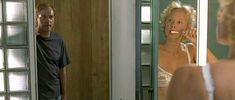 Симпатичная Катя Риман засветила грудь в фильме «Агнес и его братья» фото #2