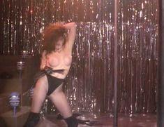 Голая Катя Сассун в фильме «Танец со смертью» фото #4