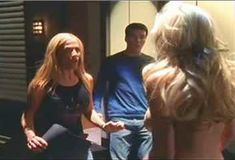 Кейт Лайбен засветила грудь в сериале «Шоу Криса Айзека» фото #2